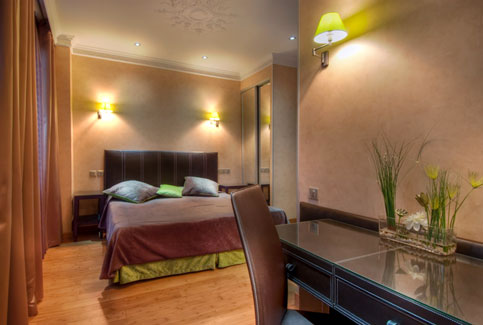 Twin triple room -paris hotel latin quarter